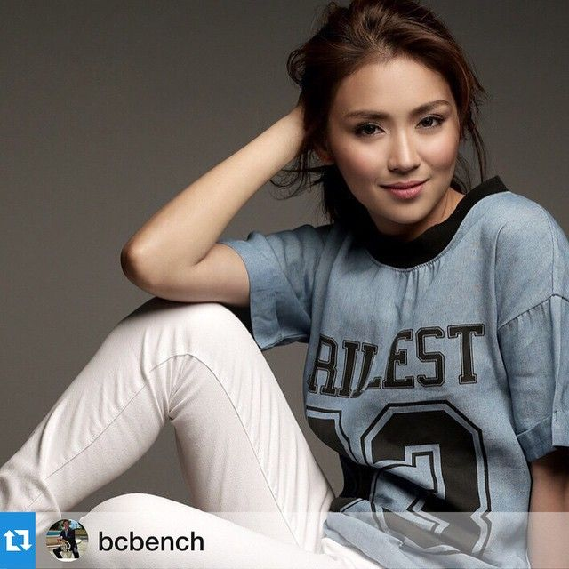 Here is the pretty Kathryn Bernardo doing a summer photo shoot for Bench last 2015 along with Daniel Padilla. #KathNiel are indeed proud endorsers of Bench, which is one of my favourite Filipino casual fashion outlets. Kathryn and Daniel rock in #BenchPH, indeed. :-)