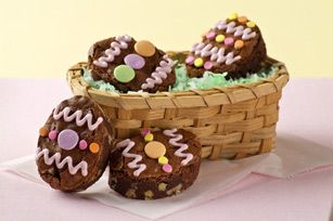 Easter Egg Brownies Recipe from Kraft - so easy to turn tasty brownies into cute Easter egg shapes! #KraftRecipes