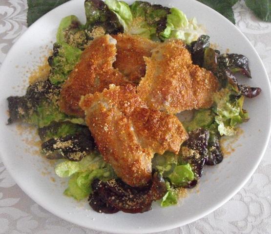 Alas de pollo con almendra. Ver receta: http://www.mis-recetas.org/recetas/show/40291-alas-de-pollo-con-almendra