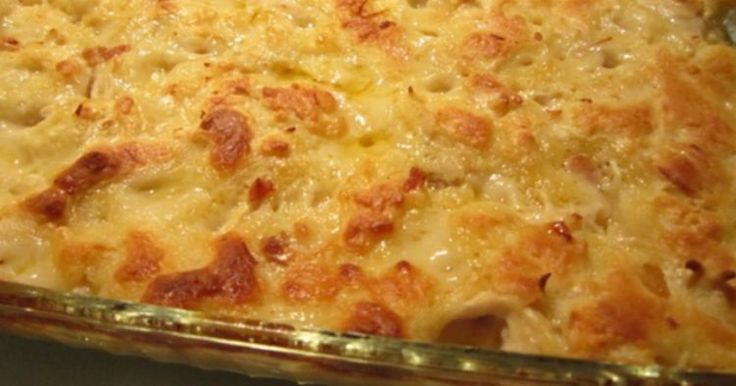 To σουφλέ ζυμαρικών είναι ένα από τα αγαπημένα μας πιάτα. Είναι κρεμώδες, έχει πολύ τυρί και είναι πάντα πετυχημένο! Έτσι, όταν είδαμε αυτή την πεντανόστιμη συνταγή, ξέραμε πως έπρεπε να σας την παρουσιάσουμε! Τι θα χρειαστείτε: 4-5 μεγάλα στήθη κοτόπουλου, χωρίς κόκαλο Ζυμαρικά 110 γρ. βούτυρο 1 1/2κούπας αλεύρι που φουσκώνει 1 1/2κούπας… To σουφλέ …
