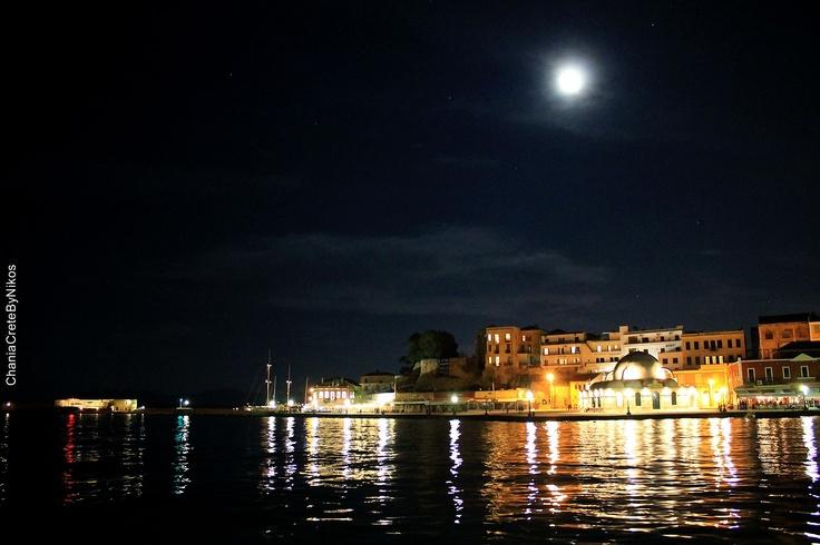 Full moon night in Chania..
