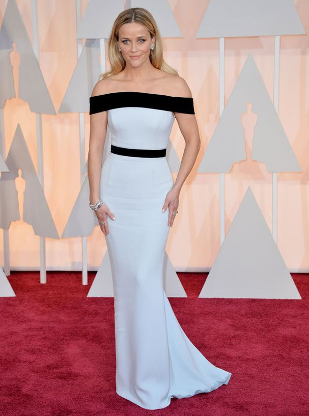 Le tapis rouge des Oscars 2015 Reese Witherspoon en Tom Ford et sandales Jimmy Choo © Abaca