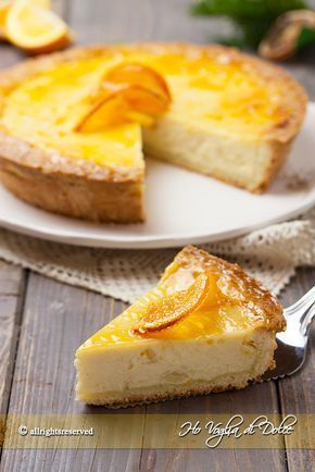 Crostata alla ricotta e arancia, ricetta facile da preparare. Dolce con pasta frolla ripiena di crema alla ricotta e succo d'arancia, buonissima e cremosa.