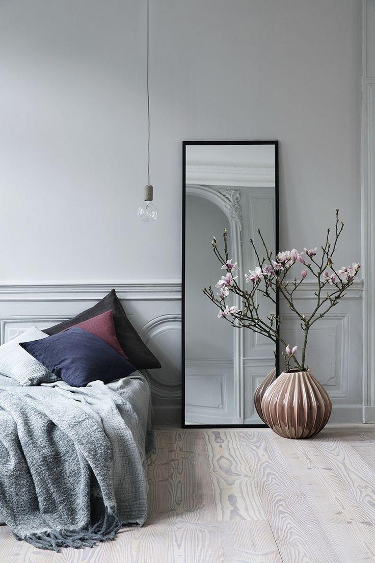 Inspiratieboost: een elegante lange spiegel naast je bed - Roomed