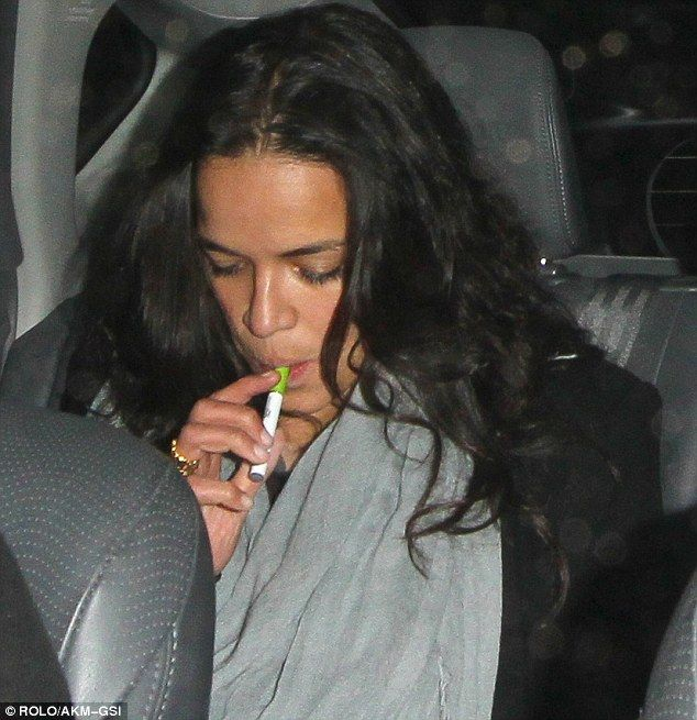 Female Celebrities Who Are Smokers - Boldsky.com