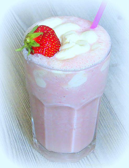 Erdbeeren und Sahne ist immer einer meiner Lieblings-Geschmackskombinationen.    Dazu gehört auch der Starbucks Frappuccino Strawberries & C...