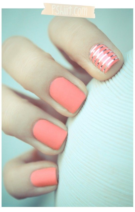 coral nails with gold stripe