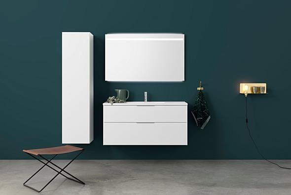 Aspen Badrum / Badrumsmöbler / Scandinavian / Bathroom Furniture / A120 Grand Underskåp, A120 Spegel med infälld ovanbelysning. Högskåp 40.
