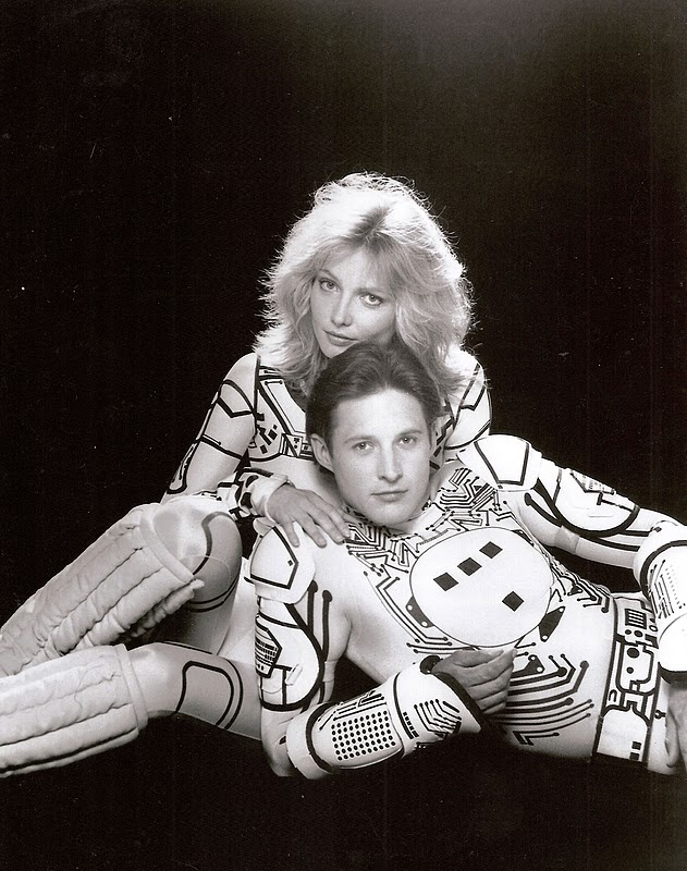 Tron and Yori (Cindy Morgan & Bruce Boxleitner) (EE! BEST couple ever! SOCUTE! Yori loves her Tron ♥♥♥ Those Eyes! Tron... You're seducing everyone ~_~)