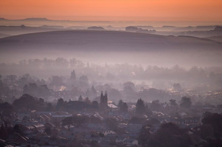 The Photo Desk on Flipboard The sun begins to rise over the town of Warminster, viewed from the National Trust's Cley Hill, as the country wakes up to sub-zero temperatures. Matt Cardy/Getty Images
