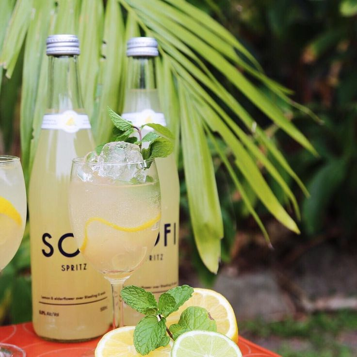 Lemon & Elderflower - ready to serve over ice, ideally with a slice of lemon and a sprig of mint 🙌👌✨ #SofiSpritz