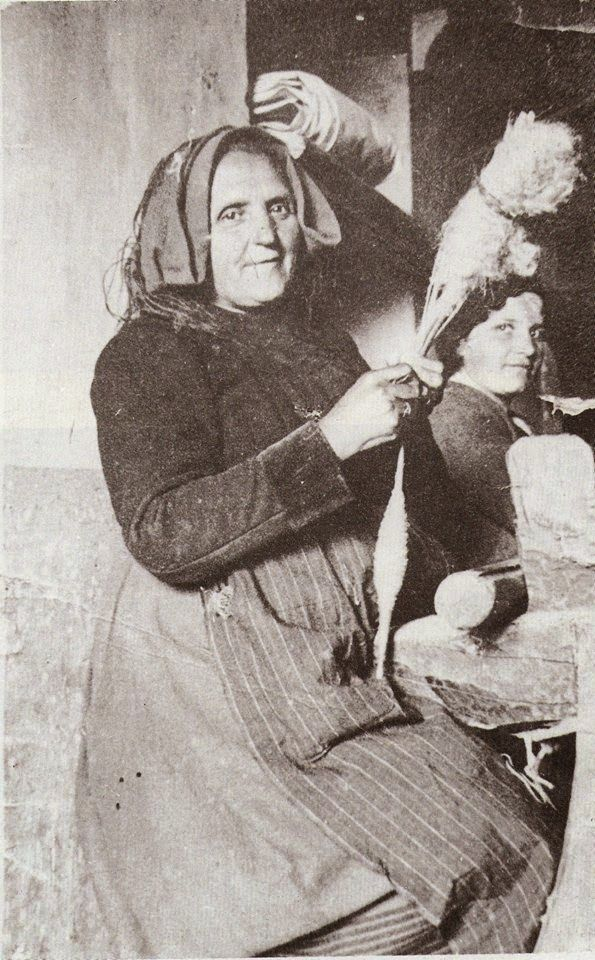 Tessitura a mano di assunta perilli: La filatrice di Castel del Monte (AQ)