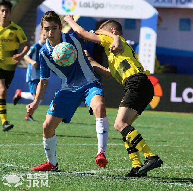 ESPAÑA    Hay jugadores que uno no sabe el porqué, pero llevan el gol en su ADN ️ • Es el caso de Sergio Rivares, esta semana ️️ para colocar a su RCD Espanyol colíder en Liga  • #ProneoFutbol #ProneoPlayer #ProneoTeam #ProneoSports #Futbol #ILoveFootball #instafutbol #gol #instagood #Like #RCDEspanyol #Liga #InstaLike #Talento #sports #follow #España #likeforlike #Ball #Player @rcdespanyol @sergiorivaresmanso