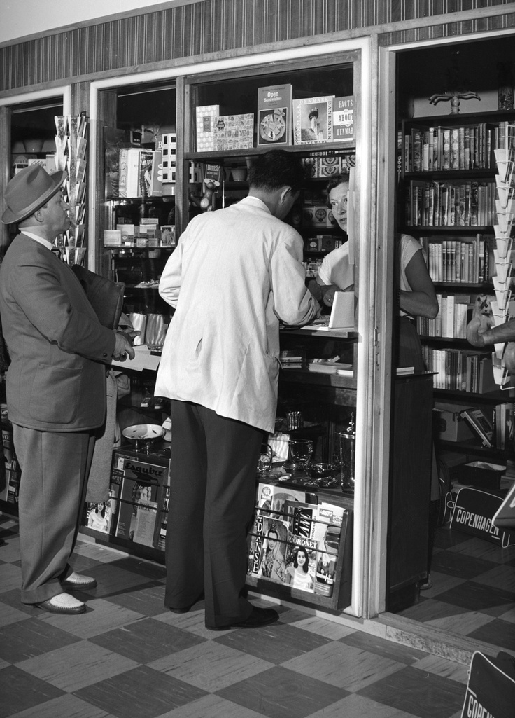 This was the only shop at Copenhagen Airport back in the 1940's. Clearly, the range of brands and products on the shelves wasn't as wide as the selection we offer today.