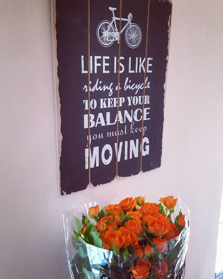 #thankful #withgoodfriends #gift #flowers #roses #quote #atwork #myoffice #lifequotes #lifeisgood #deco #interior