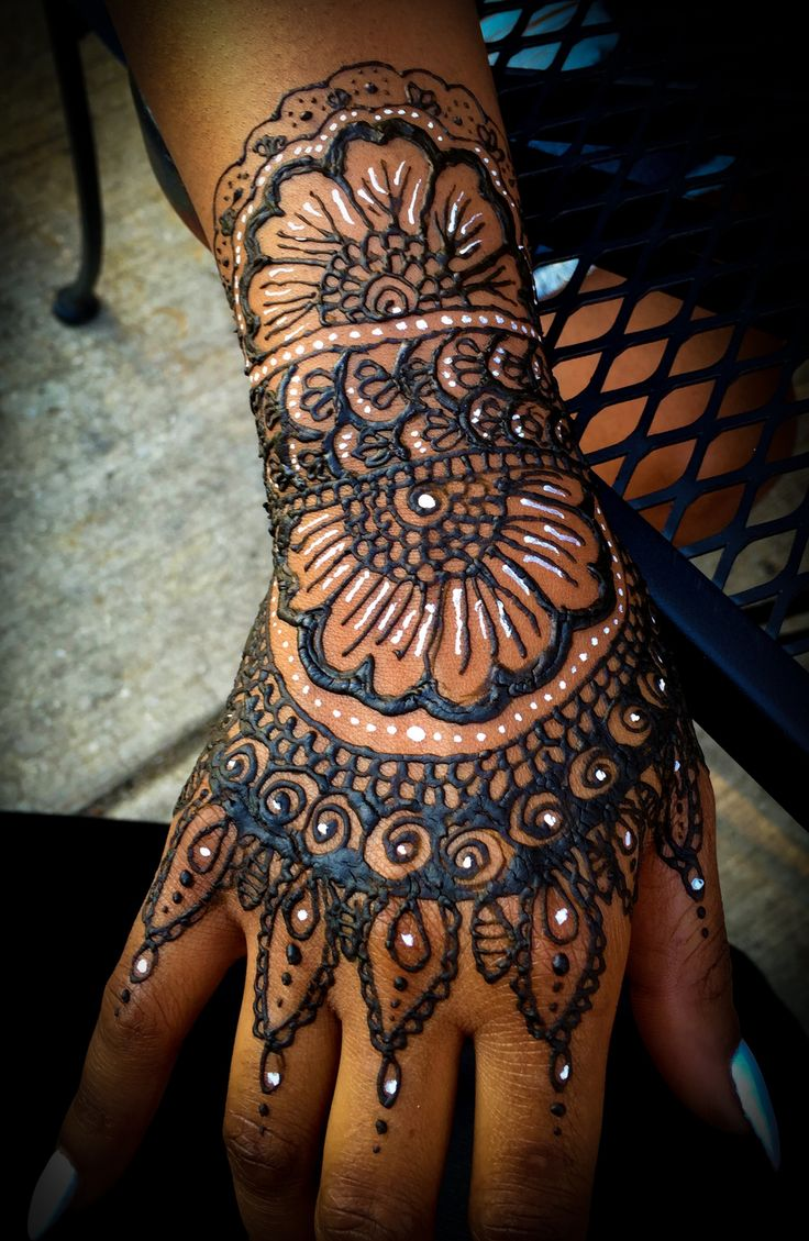 Traditional Henna Designs: 7 Best White Henna & Traditional Henna- So Happy Together