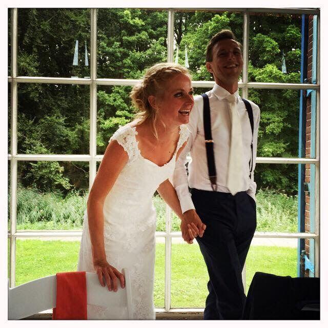 Leuke foto nummer 2, van dezelfde blije klant, met bretels tijdens de bruiloft. De bruidegom had een persoonlijke afspraak gemaakt voor persoonlijk stijladvies op www.bretels.nl. #bretels #suspenders #braces #heinstrijker #dutchdandy #suits #suit #dandy #dandysyle