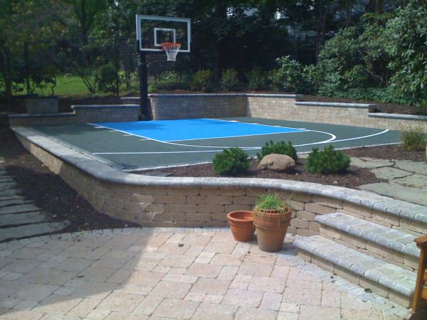 YES...A sideyard or backyard Basketball Court!!  I would like this please...But, I would like to be a full half court!!!