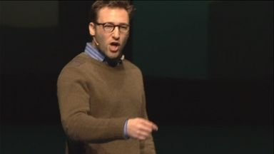 Simon Sinek besøgte VL-døgnet i København 2013. Her fortalte han om ikke bare at starte with why, men om thought leadership. Dobbelt så lang 'sendetid' som hans berømte TED-talk.
