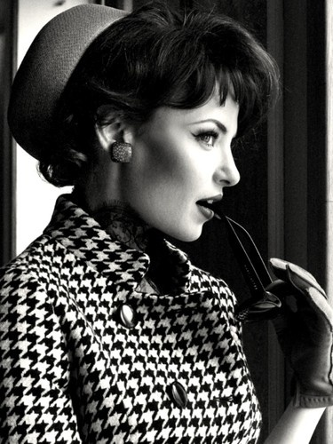 I love houndstooth. And hats. And this whole look.