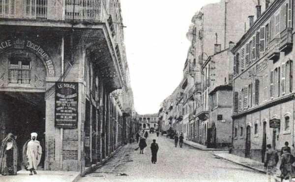 هذه الصورة النادرة و القديمة تعود إلى عشرينات القرن الماضي من شارع عبان رمضان الصوابط قسنطينة Street Street View Scenes