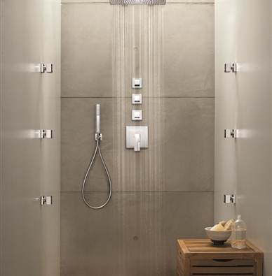 Elegant Traditional Bathroom With Stainless Steel Bathtub Fixture