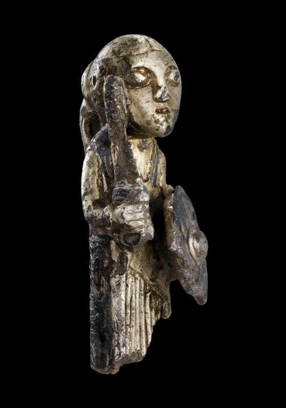 Valkyriefigur af sølv med forgyldning og niello.