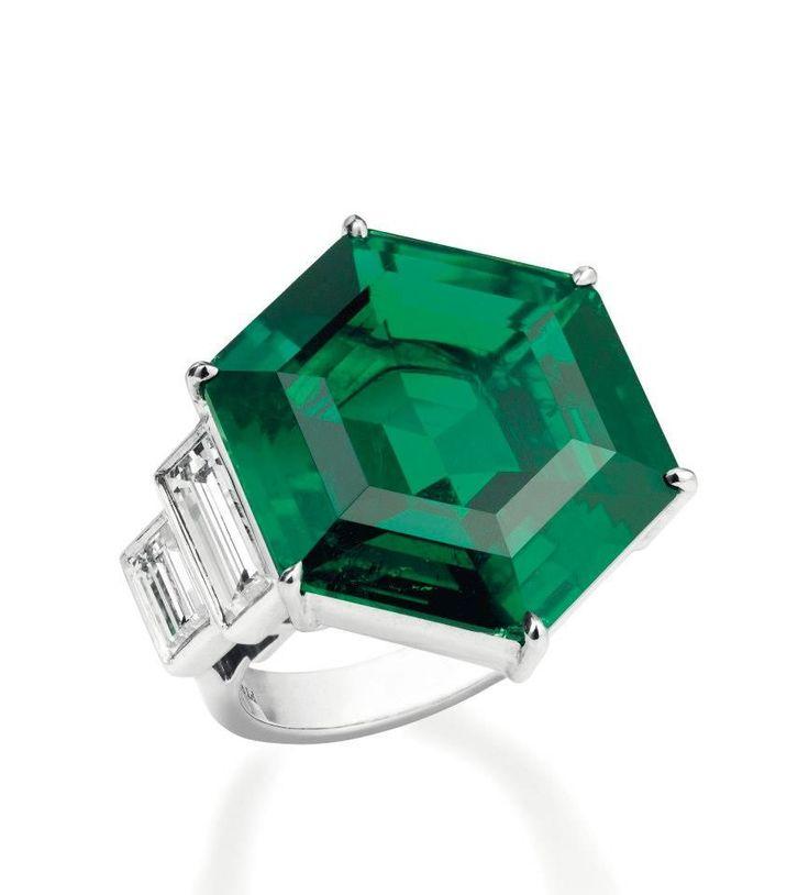 A Colombian emerald & diamond ring (Christie's Geneva).