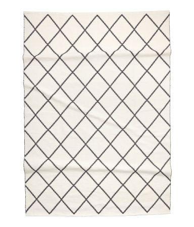 Hvid/Sort mønstret. Stort bomuldsgulvtæppe med jacquardvævet mønster.