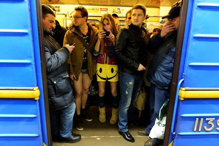 22 Blush-Worthy Photos From No Pants Subway Ride 2014