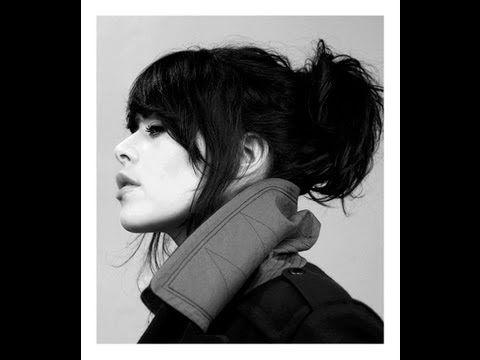 En 2013, le monde découvre Alex Hepburn, chanteuse anglaise, qui séduit d'emblée avec son premier opus, Together Alone. Le timbre de sa voix plait, charme, attire...3 ans plus tard, c'est l'heure pour l'artiste de préparer la suite et de revenir sous...