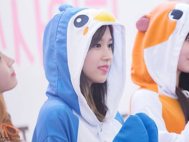 HAPPY MINA DAY  Myoui Mina or Mina Myoui was born in San Antonio Texas US 24th March 1997 Thats why she has another name called Sharon Myoui yeah she has Japan/America citizenship. She was daughter from Myoui couple Myoui Akira and Myoui Sachiko. Myoui Mina have brother named Myoui Kai  who was 5th years older than her and have school degree in US. Her parents are educated and wealth person Myoui Akira was proffesor at Osaka University in Japan and was graduated from University of Texas…