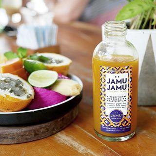 Förkyld eller känner att något är på gång? Gör en flaska J A M U  Jamu är en traditionell indonesisk hälsoshot som finns att köpa överallt på Bali. Men man kan såklart göra den själv! Direktlänk till recept i min profil. . #jamu #hälsoshot #hälsa #hälsokost #eatclean #healthy #paleo #bali #förkylning