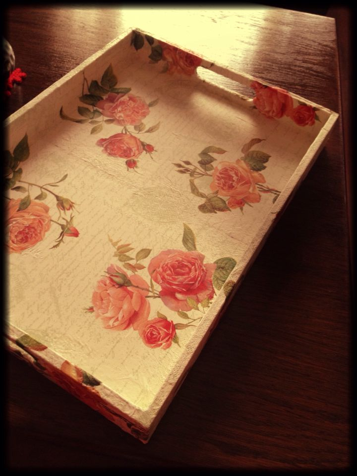 Covered a wooden tray with napkins