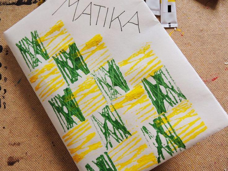 Vyrobte s dětmi originální obal na učebnice. Tenhle návod skutečně funguje.  www.kreamania.cz