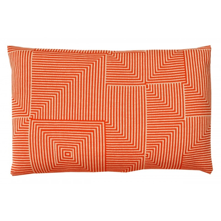 Pillow from Sen-Sen in knitted wool - the colour is orange and white