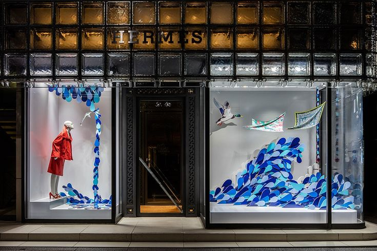 isabelle daëron floods window displays at #Hermès ginza tokyo with a wave of water