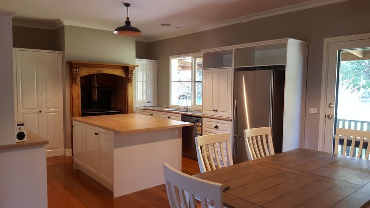 Timber kitchen repainted white in two pack by colour effect painting. Lilydale