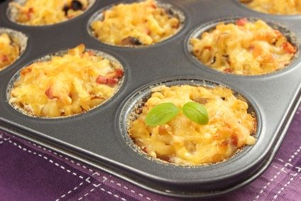 Nuddelmuffins - leckere Muffins mit Gemüse und Schinken.