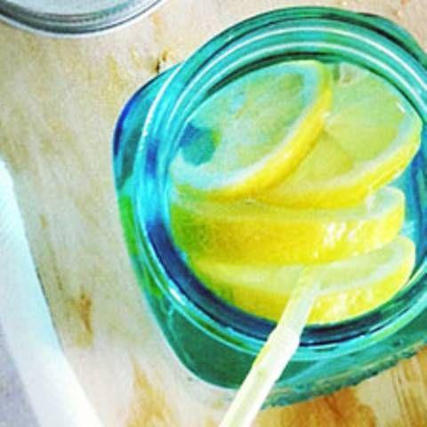 Abnehm-Waffe: 5 Gründe, warum ihr auf Zitronenwasser setzen solltet