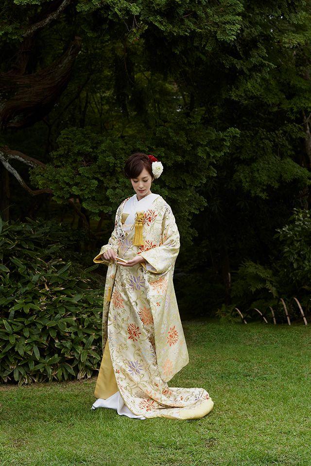 ノバレーゼの婚礼和装です。白無垢、引振袖、打掛をご用意しております。