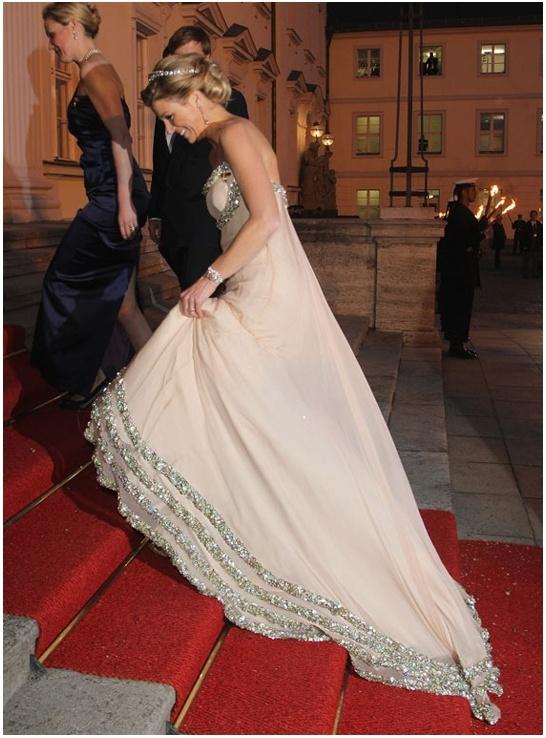RTL Nieuws - In beeld: De mooiste jurken van Máxima