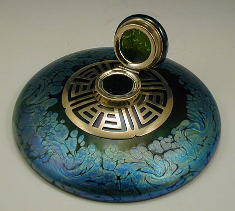 Loetz Art Nouveau Irridescent Inkwell made for E. Bakalowits & Sons, Vienna, c. 1905.