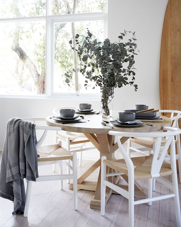 At home with Eleanor Pendleton. Having recently moved into a beautiful new home in Sydney's Northern Beaches, the Gritty Pretty editor talks to us about how she went about styling her new space.