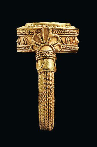 Greek Gold & Carnelian Finger Ring, Hellenistic Period circa 330-300 B.C.