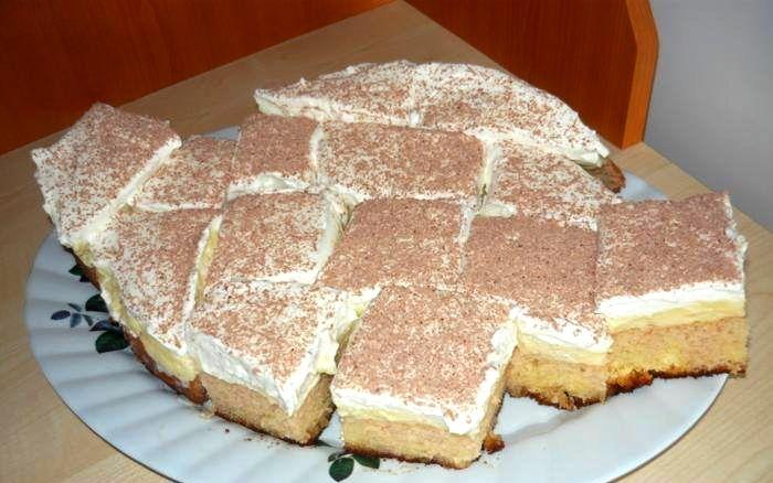 Könnyen elkészíthető és ínycsiklandó bögrés sütemény! Csodás házi vaníliakrémmel!