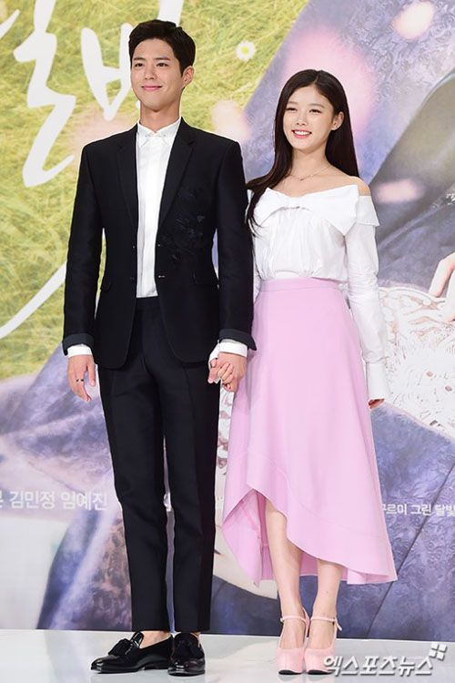 How adorable is this cast? It's not unusual for actors to be full of smiles on the day of their drama's production press conference, but the cast of fusion fantasy romance Moonlight Drawn By Clouds seems especially bright-eyed and sparkly, and it puts a big goofy smile on my face. They're just so young and pretty! *squish* The drama is a week from its premiere (really just four days now), and held its press conference on the afternoon of August ...