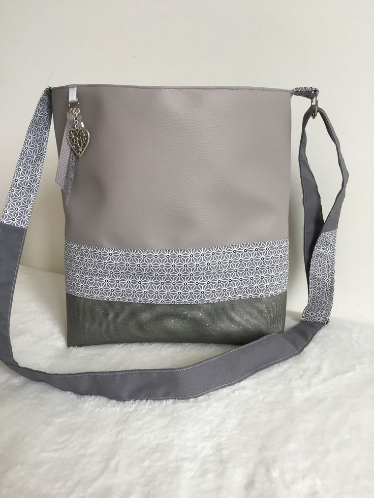 Les 25 meilleures id es de la cat gorie patrons de sac bandouli re sur pinterest sac hobo - Tuto sac besace bandouliere ...