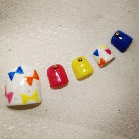 . Foot chip👣💕 . . . #nail #nailart #footnail #pedicure #gelnail #selfnail #nailchip #candy #ribbon #pink #yellow #blue #japan #kawaii #ネイル #ネイルアート #セルフネイル #ジェルネイル #フットネイル #ペディキュア #キャンディ #カラフル #リボン #ピンク #イエロー #ブルー .