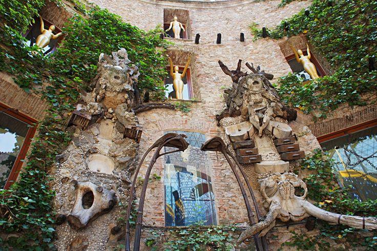 "Музей Сальвадора Дали, Испания - ""Euro Guide"""